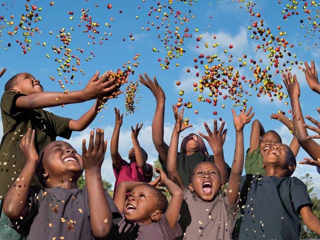 children ethiopia with coffee