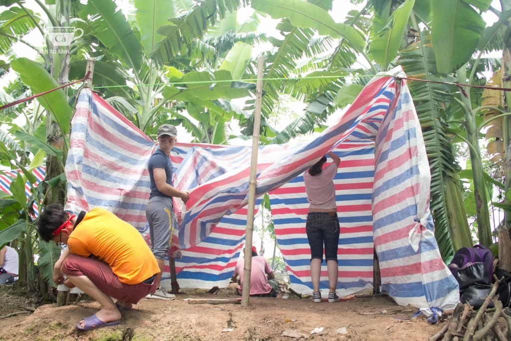 Gia đình F4 đang dựng trại của mình